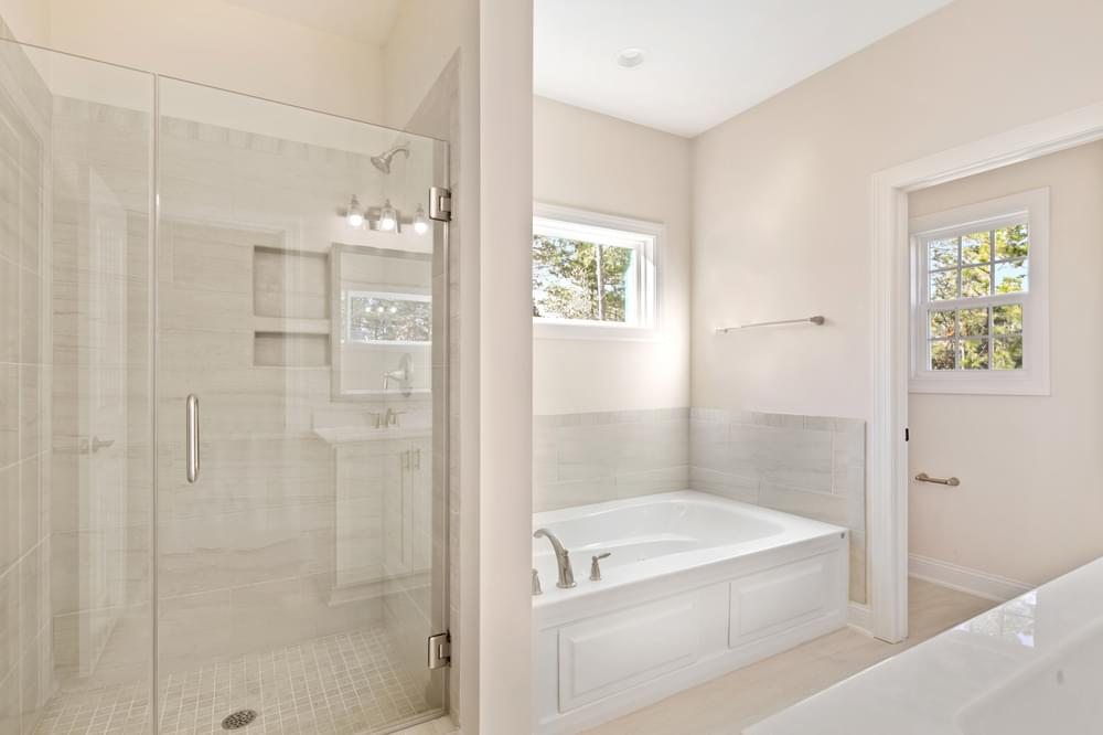 4br New Home in Greenville, NC Framless shower option